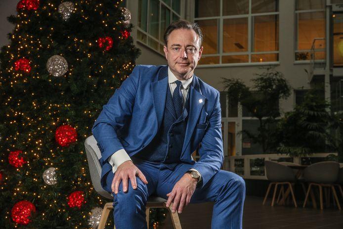 """Bart De Wever geeft toe: hij speelt het spel op het scherp van de snee. """"Maar altijd de bal. Soms heb ik weleens een been mee, maar ik ben geen doodschopper."""""""