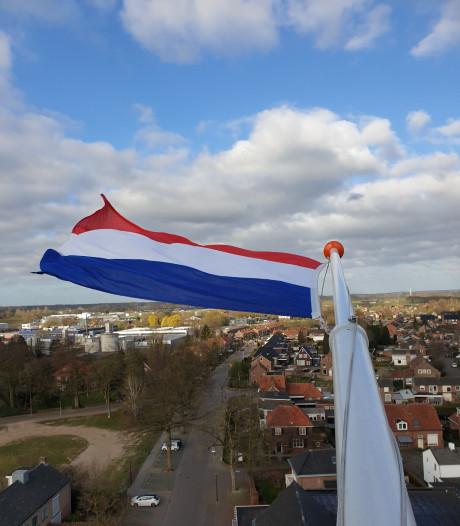 De vlag hangt uit in Dinxperlo