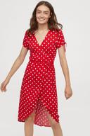 Robe rouge à pois - 14,99 euros au lieu de 24,99 euros.
