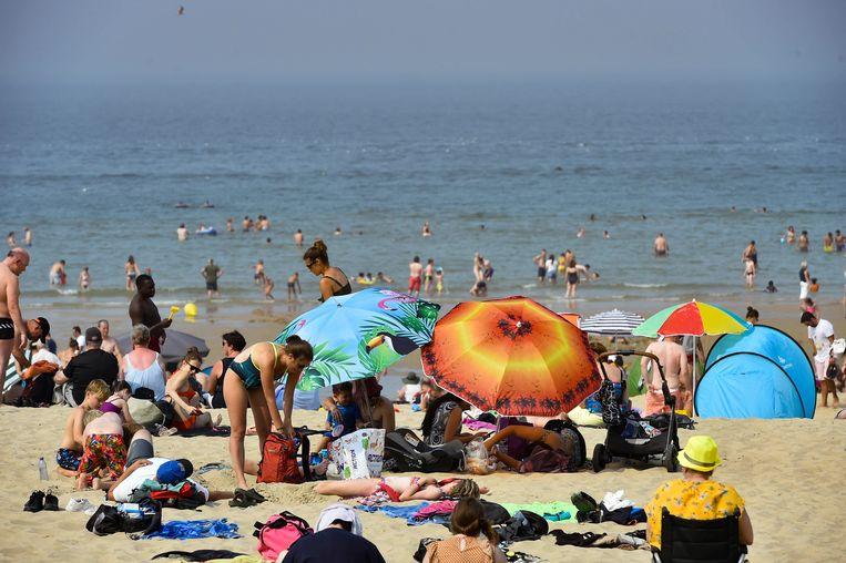 Drukte op het strand van Oostende.