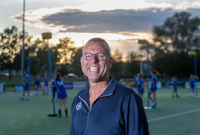 Coach Lion van Klooster gaat met korfballers van SKF voor handhaving in de hoofdklasse.