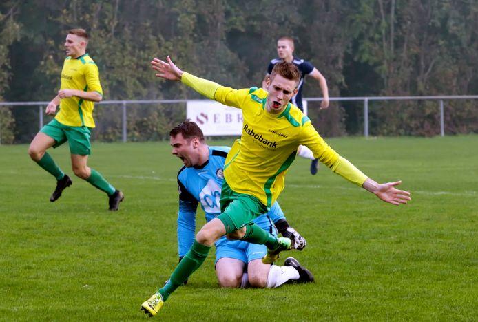 Joost de Witte (Noad'67) opent binnen een minuut al de score teegn Tholense Boys.