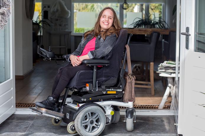 Roosendaal Noortje van Lith ,het 21-jarige gehandicapte meisje kreeg veel respons op haar Facebookpost aan/over Rutte - over de nieuwe gehandicaptenwet foto: arie kievit