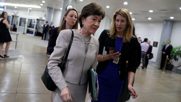 Senator Susan Collins staat een verslaggeefster te woord. Beeld null
