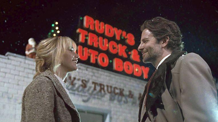 Jennifer Lawrence en Bradley Cooper in Joy. Beeld ap