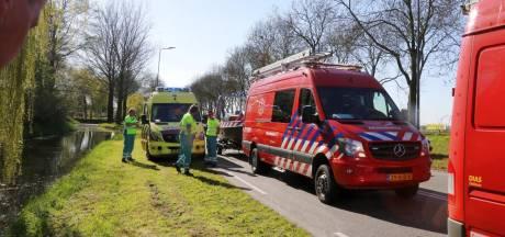 Brandweer, politie en ambulance rukken massaal uit voor scooter te water