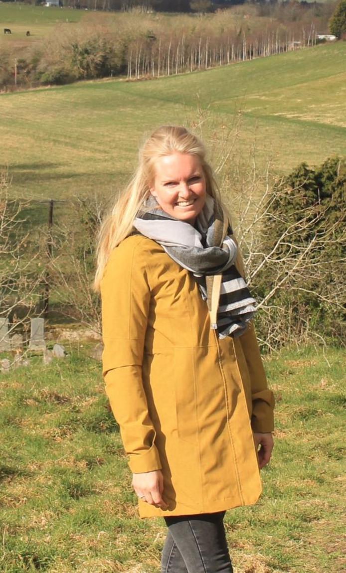Melissa Veldkamp (28) uit Heerde wil naar Amerika voor behandeling van haar hersenletsel. Om de kosten á 15.000 euro te kunnen betalen, houdt zij een inzamelactie.