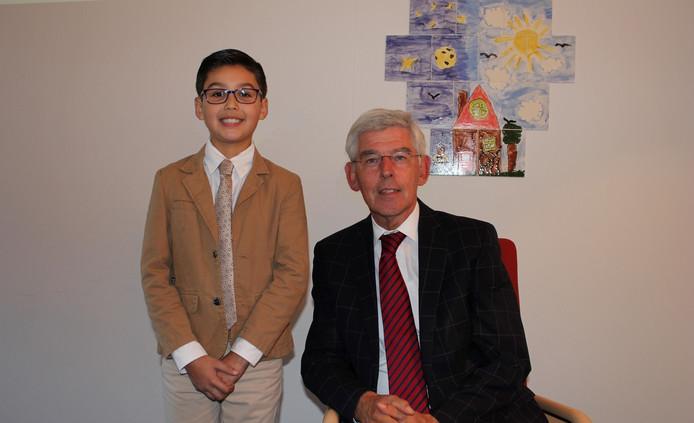 Noé Juarez met burgemeester Pommer.