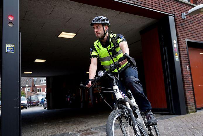 Bredanaar (25) vlucht op fiets van agent als hij legitimatie moet tonen in Breda.