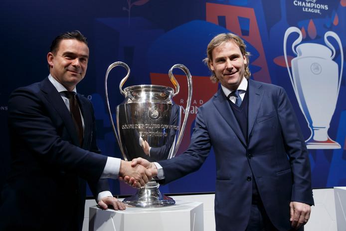 Ajax-directeur Marc Overmars met zijn collega Pavel Nedved van Juventus.