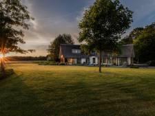 Anderhalf miljoen voor een rijtjeshuis in Amsterdam: wat koop je daarvoor in Twente?
