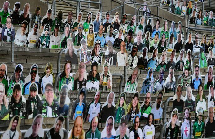Des supporters en carton dans les tribunes de la Bundesliga.