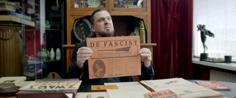 Een verzamelaar van fascisme-spullen.