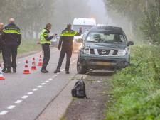 Auto schept fietser tussen Espel en Emmeloord, jongen (14) zwaargewond naar het ziekenhuis