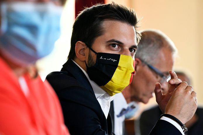 George-Louis Bouchez, met tricolore mondmasker, zou de formatie blokkeren om 'zijn' zeven ministers in het zadel te houden.