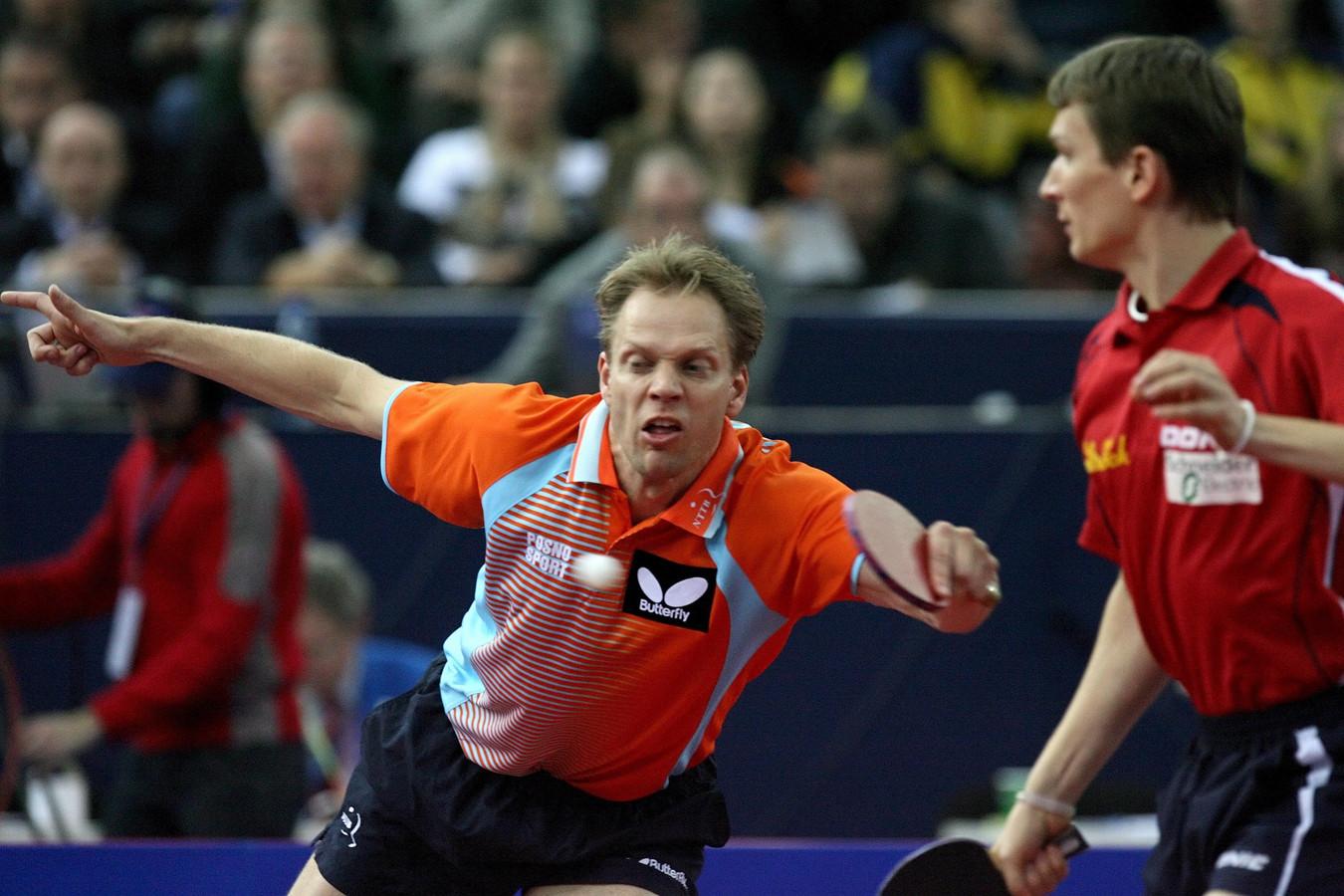Trinko Keen (L) in actie op het European Table Tennis Championships in Sint Petersburg in 2009.