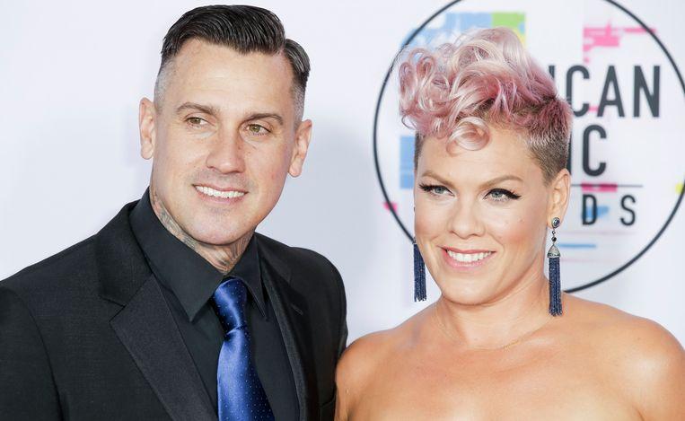 Pink met haar echtgenoot, Carey Hart