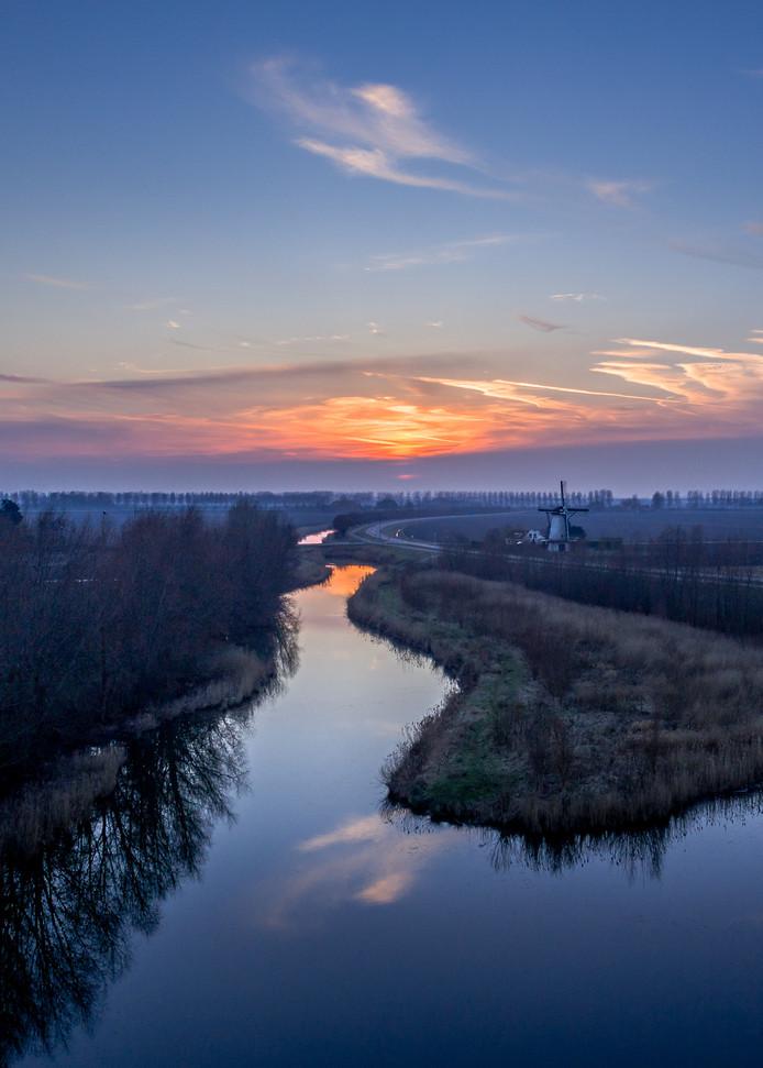 De winnende foto van Gerbert Kannekens: de omgeving van Oud-Vossemeer, met op de achtergrond molen De Jager.