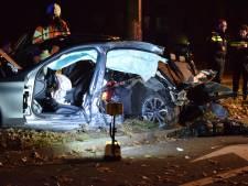 Mercedes breekt in tweeën bij ongeval