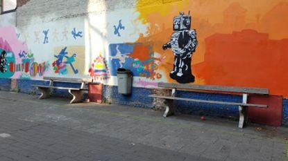 Kunstenaar Kanter Dhaenens tovert speelplaats GO! basisschool De Hoeksteen om tot tijdmachine