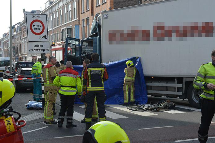 De chauffeur, een man uit Den Bosch, zei dat het slachtoffer 'in zijn dooie hoek moet zijn meegereden'.