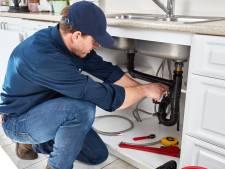 Enorm tekort aan loodgieters: 'Ik race van huis naar huis en verdien heel goed'