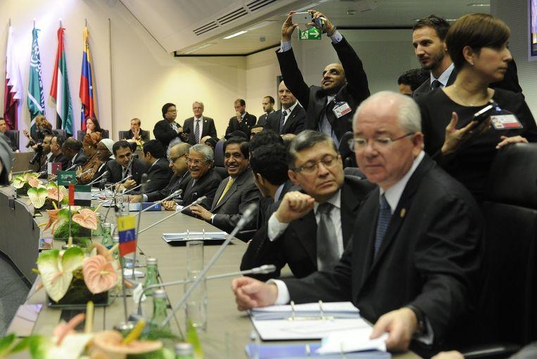 Deelnemers van de 166ste OPEC conferentie in Wenen. Beeld epa