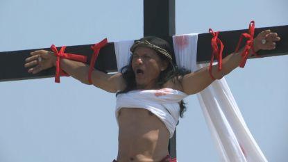 Filipijnen laten zich aan het kruis nagelen op Goede Vrijdag