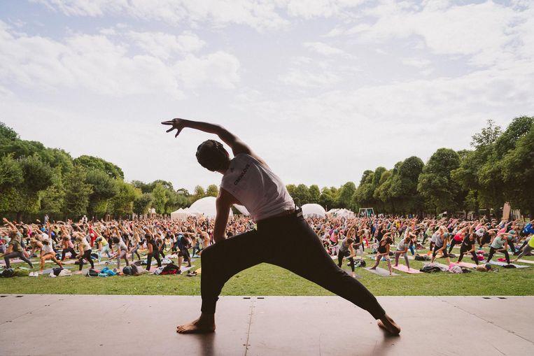 Yoga is een van de onderdelen van de triatlon. Beeld Dan Zoubek