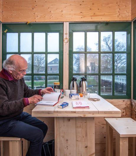 Troostdichter terug in Zwolle: 'Ik luister en luister... Zolang jij wilt'