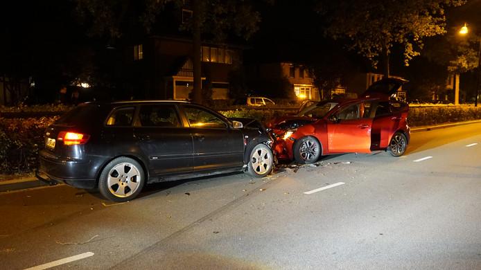 De zwarte auto links is van de spookrijder.