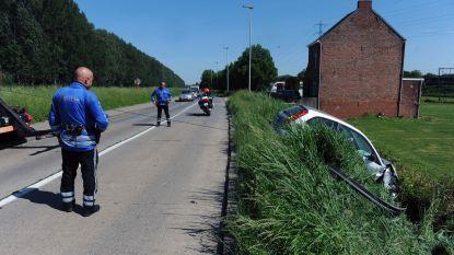 Dronken man verstopt zich na ongeval in gracht voor politie