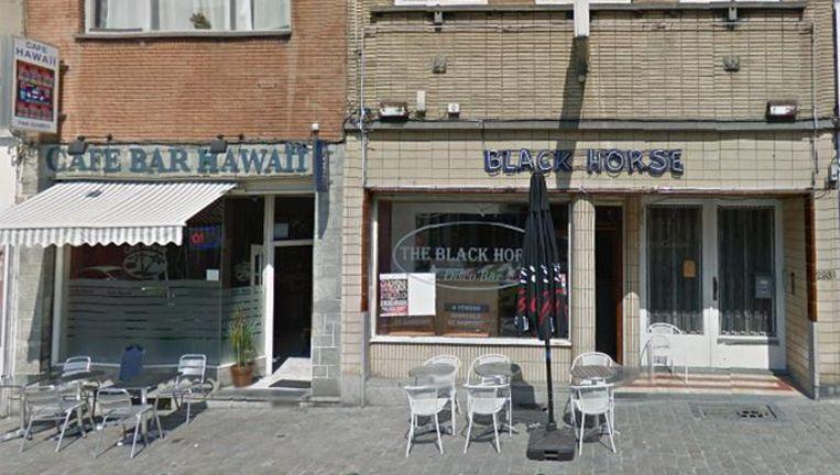 Klanten van The Black Horse in Schaarbeek verwittigden de politie toen ze zagen dat de agenten stomdronken werden.