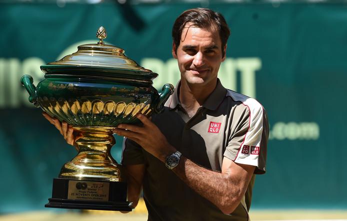 Son titre à Halle, le 102e de sa carrière, permet à Roger Federer de se rapprocher de Rafael Nadal et Novak Djokovic, toujours bien installés aux deux premières places du classement mondial.