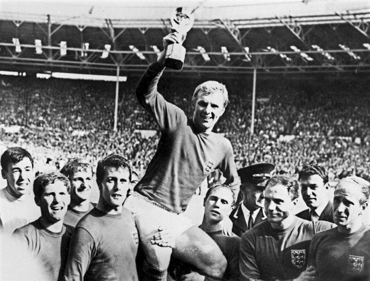 Gordon Banks (uiterst links) na de WK-triomf van Engeland in 1966.