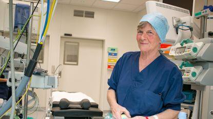 """Na 49 jaar als assistente in het operatiekwartier gaat Marleen (70) vandaag met pensioen: """"Ik had graag nog langer gewerkt"""""""