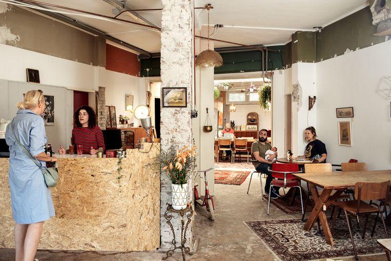 Amsterdam Noord Tweedehands Meubels.Bij Purmer Drink Je Koffie Tussen De Tweedehandsmeubels