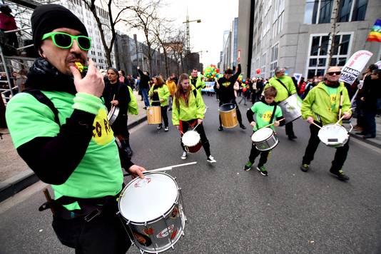 Trommelaars laten zich horen tijdens de Grote Parade.