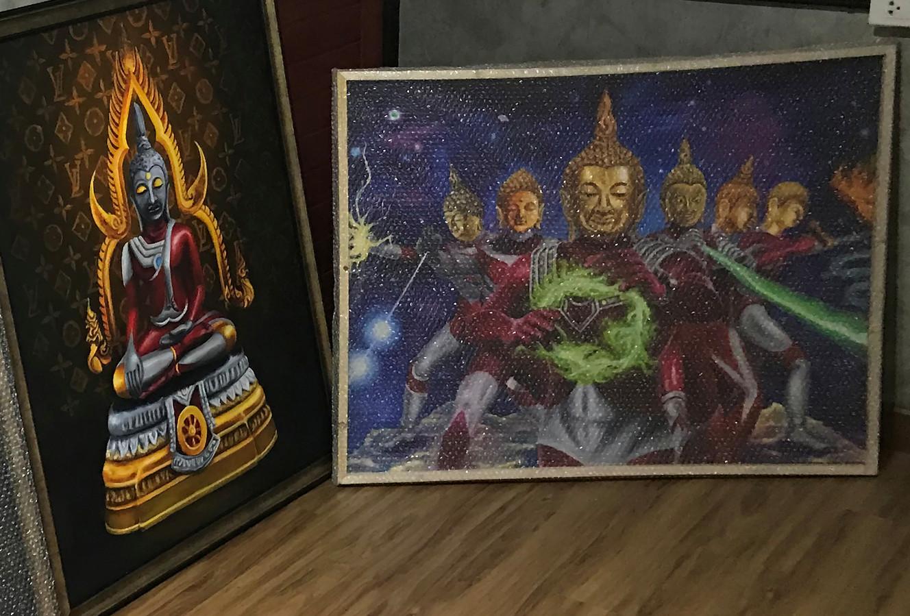 De schilderijen van Boeddha als Japanse superheld gaan sommige gelovigen te ver