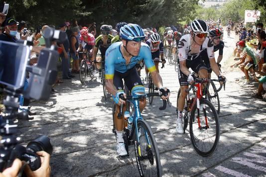 Jakob Fuglsang (l) en Wilco Kelderman tijdens de derde rit.