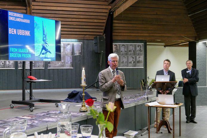 Jan Pommer vertelt in september vorig jaar aan het begin van de herdenking van het Englandspiel in Den Domp in Haaren hoe het er voor staat met Gedenkplaats Haaren .