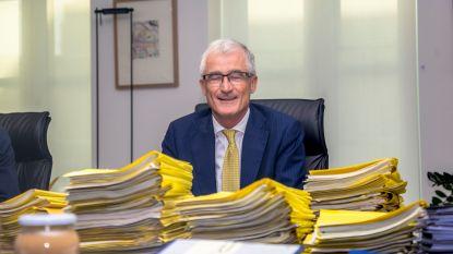 Vlaamse regering zet mes in te hoge bestuursvergoedingen