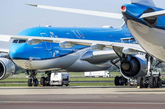 Honderden toestellen van KLM staan nu aan de grond op Schiphol