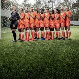 Vrouwen voetballen zoals het ooit is bedoeld – mét lol en zonder ego