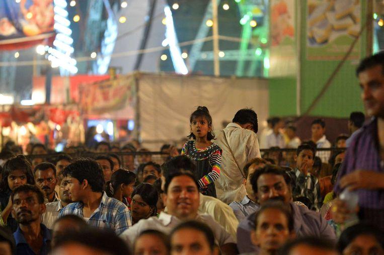 Toeschouwers bij het Dussehra festival New Delhi. Beeld afp