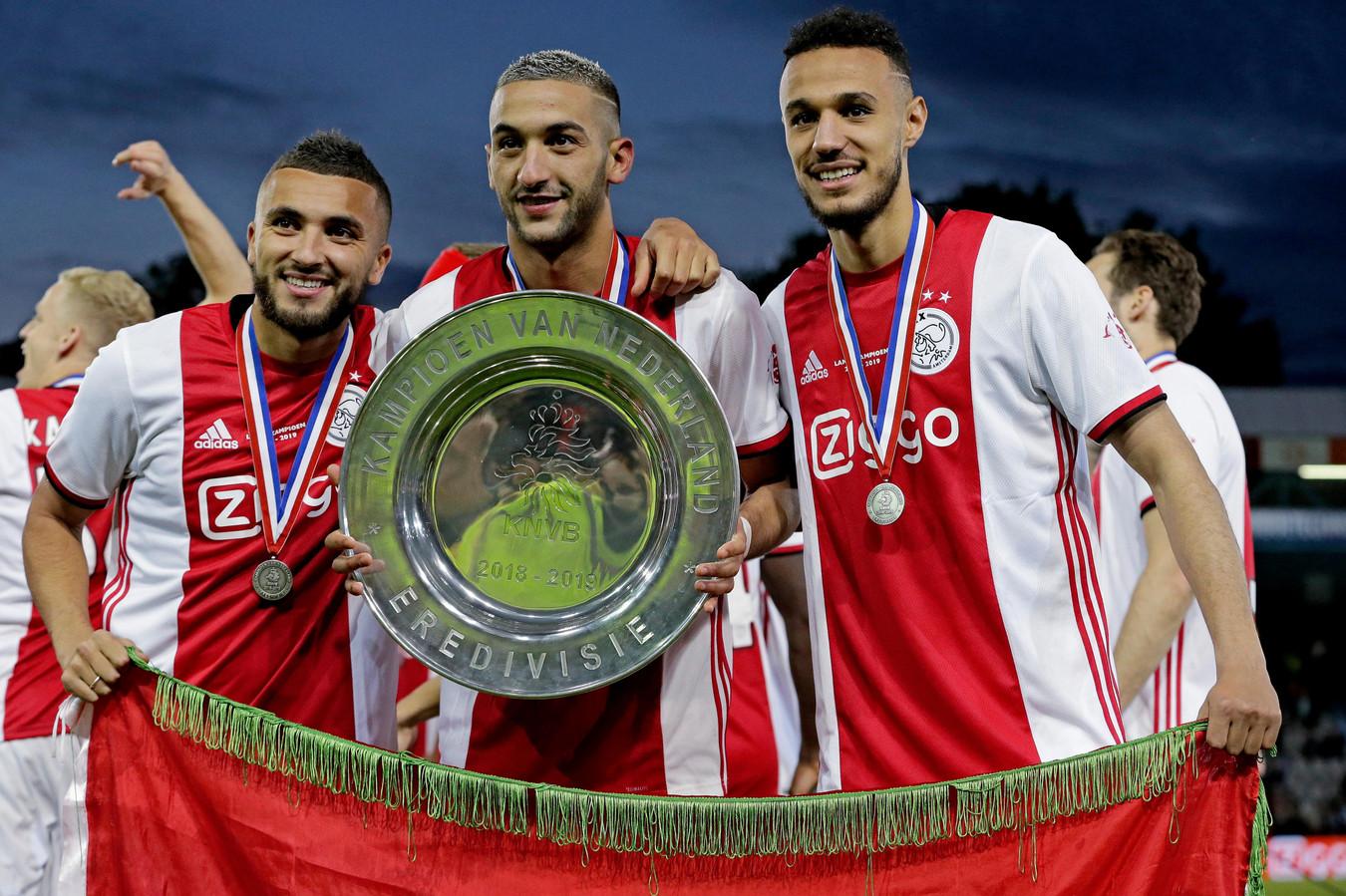 V.l.n.r.: Zakaria Labyad, Hakim Ziyech en Noussair Mazraoui vieren de titel.