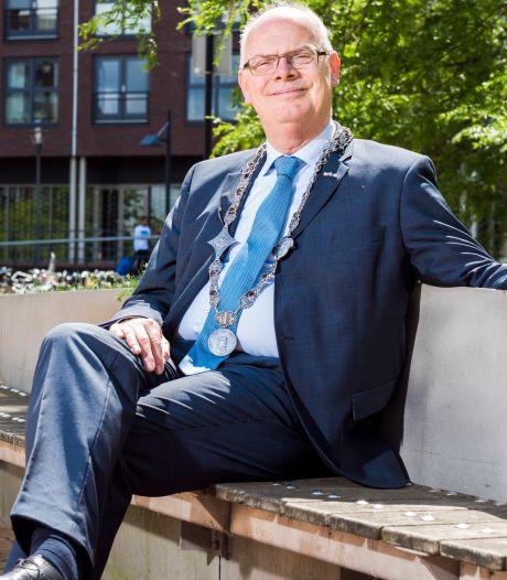 Hoogleraar staatsrecht geeft burgemeester Barendrecht 'tik op de vingers'