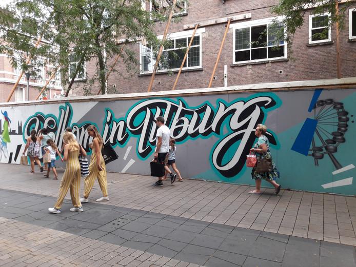 Nieuwe graffity op de omheining bij de Febo.