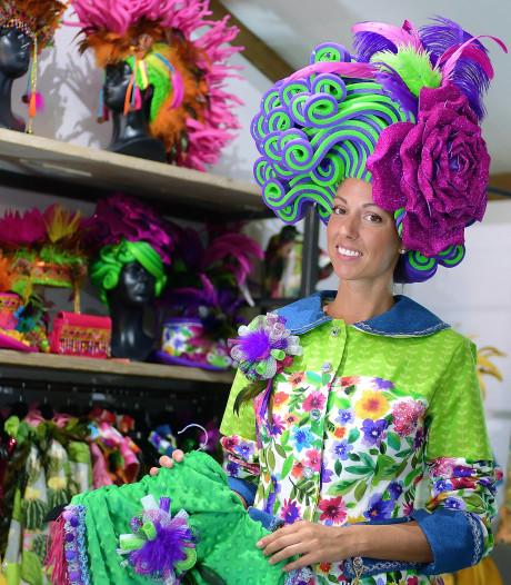 Hoevense Denise gaat de hele wereld over met haar Foam Pruiken en Hoeden: 'Het is serious business!'