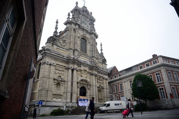 De Sint-Michielskerk in de Naamsestraat in Leuven.